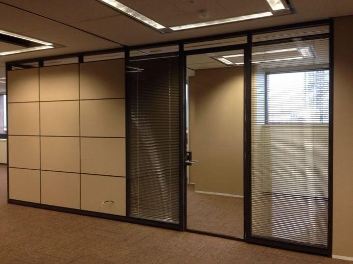 黑色烤漆鋁框玻璃門